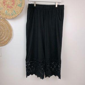 Logo Lori Goldstein black crop pants with lace